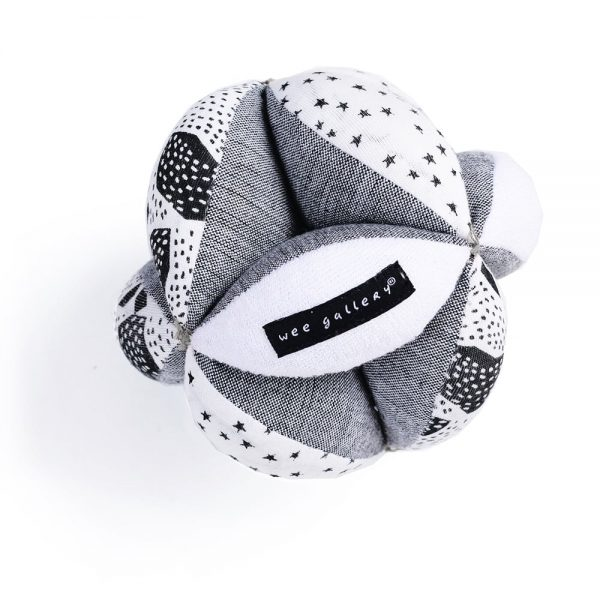 wee gallery Puzzle Ball organic clutch ball